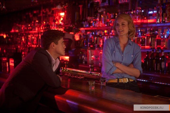Показала в баре